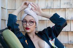 #Gigi Hadid estupenda con sus nuevas gafas de la colección #Vogue..  Me encantan #gafasgigi #modaengafas