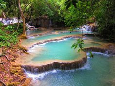 Espectacular cascada Kuang Si, al sur de Luang Prabang en Laos. Fotógrafo Caffeineguy.