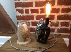 Lampe recup faite avec un ancien fer à repasser en Bakélite : Luminaires par lampesoriginales