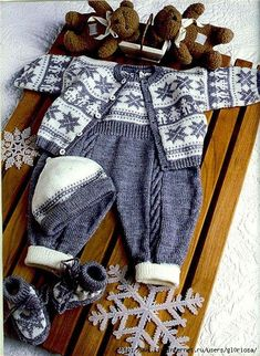 Baby Overalls With Detailed Cabled Bodic - Diy Crafts - maallure Knitting For Kids, Crochet For Kids, Baby Knitting Patterns, Knitting Designs, Baby Patterns, Crochet Baby, Matching Sweaters, Baby Sweaters, Baby Outfits