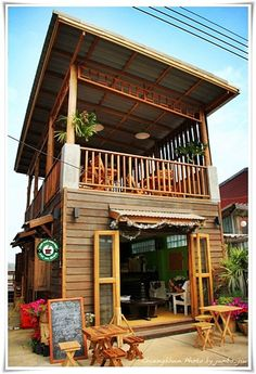 พาชมเชียงคาน วันนี้เปลี่ยนไปแล้วหรือไม่ (ภาค 2 ตะลอนชม) จากบล็อก โอเคเนชั่น oknation.net Off Grid Tiny House, Tiny House Cabin, Tiny House Living, Bamboo House Design, Tiny House Design, Coffee Shop Design, Cafe Design, Beach Cafe, Trendy Home