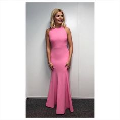 - Photo - Holly Willoughby's best Dancing On Ice gowns – which is your favourite? See all the pictures of Holly in her best dresses throughout the years from the popular ITV show. Pink Gowns, White Gowns, Nice Dresses, Prom Dresses, Holly Willoughby, Weekly Outfits, Instagram Outfits, Red Carpet Fashion, Celebrity Style