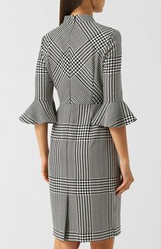 Black and white houndstooth dress {Back view} Winter Fashion Outfits, Chic Outfits, Fashion Dresses, Office Dresses For Women, Dresses For Work, Houndstooth Dress, Tweed Dress, Fashion Silhouette, Mode Hijab