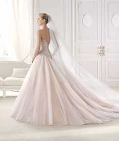 Love the bottom skirt shape- the way it poofs and flows