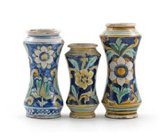 Three Caltagirone (Sicily) albarelli late 17th/early 18th century - Lot 49 - Fine Porcelain and Pottery