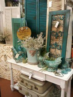 Dark blue-greens The White Barn display at the Feathered Nest Market in Oklahoma. I love all the turquoise with the shabby white! Antique Booth Displays, Antique Booth Ideas, Vintage Display, Vintage Decor, Antique Mall Booth, Country Decor, Farmhouse Decor, Flea Market Style, Vintage Market