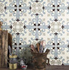 Cementine, Paris decoro, idee per bagno e cucina Tiling Tools, Italian Tiles, Mindanao, Tile Stores, Encaustic Tile, Flooring Store, Wall And Floor Tiles, Retro Home Decor, Paris