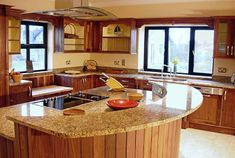 Luxury Kitchen Design Ideas With Granite Decoration - Granite kitchen countertops are the hardest among stone countertop design. They are a gorgeous way to bring richness and texture of natural stone into your home and add chic to your kitchen design. Elegant Kitchens, Luxury Kitchens, Beautiful Kitchens, Cool Kitchens, Luxury Kitchen Design, Best Kitchen Designs, Outdoor Kitchen Design, Outdoor Kitchen Countertops, Kitchen Countertop Materials