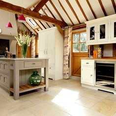 Beamed country kitchen design ideas - #KitchenDesignIdeas, #KitchenRemodel, #KitchenRemodelIdeas, #TrueFoodKitchen