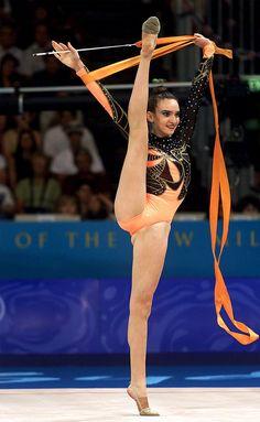 Amazing Gymnastics, Gymnastics Photography, Gymnastics Outfits, Gymnastics Pictures, Artistic Gymnastics, Gymnastics Girls, Acrobatic Gymnastics, Olympic Gymnastics, Olympic Games