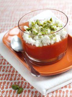 Petits verres tricolores : coulis de poivron, feta au cumin et pistaches