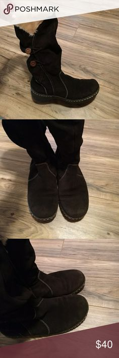 BASS winter boot Used condition, one small unstiched area pictured at back of left heel.  Other than that good condition.  No wear on the soles.  Comfy, warm, faux shearling lining.  Wood buttons accent the sides. Zip up boots.  Size 9 with room for a thick socks.  Could also fit size 9.5. They are clean and ready to wear! Bass Shoes Winter & Rain Boots