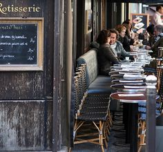 i love this about paris, all the little tables and available chairs on all the sidewalks!  sigh!