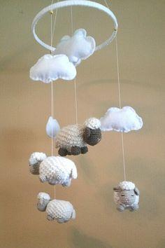 VENTE crocheté bébé berceau Mobile / moutons / agneaux / pépinière / nuages / Baby Shower Gift / Crochet / feutre on Etsy, 102,28€