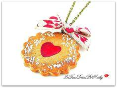 Collier spécial biscuit coeur de confiture cerise : Collier par lesfimodelicesdenathy