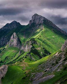 Nekonečnými cestami cez nádherné Belianske Tatry ⛰👣🔝👍 #praveslovenske od 📷 @ervin_photography_ High Tatras, Bratislava, Mountains, Nature, Travel, Life, Photography, Voyage, Viajes