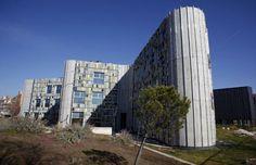 La Biblioteca Central de Leganés, abandonada desde hace cuatro años. / CARLOS ROSILLO
