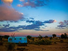El Cosmico in Marfa has refurbished trailers like this one for you to stay in. Texas Getaways, Texas Vacations, Texas Roadtrip, Texas Travel, Weekend Getaways In The South, Weekend Getaways For Couples, Weekend Trips, Cabo San Lucas, Voyage Au Texas