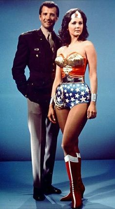 Linda Carter as Wonder Woman and Lyle Waggoner as Steve Trevor Linda Carter, Lyle Waggoner, Gal Gadot, Wonder Woman, Mejores Series Tv, Dc Movies, Actrices Hollywood, Old Tv Shows, Vintage Tv