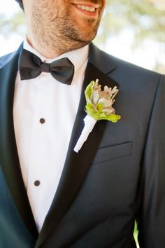 Groom's suit: Cafe Costume - Portuguese Beach Wedding by Piteira Photography - via ruffled