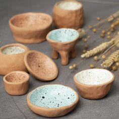 Tee viehättäviä saviastioita itsekovettuvasta savesta ja koristele ne roiskemaalauksella. Diy Halloween, Clay Paint, Pottery Techniques, Idee Diy, Pinch Pots, Color Crafts, Paint Drying, Egg Cups, Diy Clay