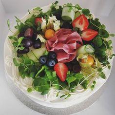 berry bakes (@berry.bakes) • Instagram-kuvat ja -videot Cobb Salad, Berry, Baking, Instagram, Food, Bread Making, Blueberries, Meal, Bakken