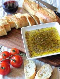 Tuscan Dipping Oil - so yummy! Sprinkle Parmesan on top to make it even more delicious Appetizer Dips, Appetizer Recipes, Bread Appetizers, Bread Dipping Oil, Bread Oil, Fingers Food, Tasty, Yummy Food, Snacks