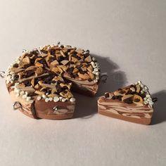 Cookie dough cheesecake 🍪🍰 #charm #keychain #clay #polymer #polymerclay #cookie #dough #cheesecake #cookiedough #craft
