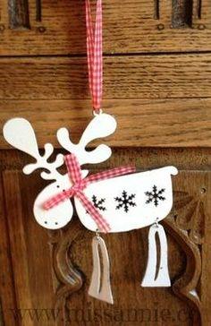£3.99 Gorgeous distressed metal hanging reindeer
