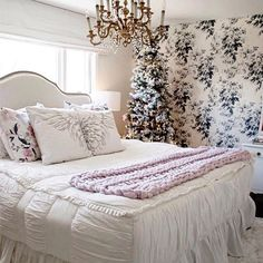 Do you guys follow @kindredvintage yet?!? Because you need to. Look at this pic she shared with our bedding!! Isn't it beautiful? cozy master bedroom #christmastime #zipperebedding