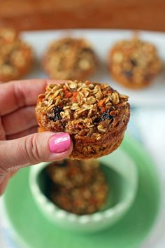 hese Carrot Cake Baked Oatmeal Singles are a quick, easy, portable breakfast - perfect for Easter! Just 103 calories or 3 Weight Watchers SmartPoints! Weight Watchers Breakfast, Weight Watchers Meals, Best Breakfast, Breakfast Recipes, Breakfast Muffins, Breakfast Time, Vegan Breakfast, Breakfast Ideas, Ww Recipes