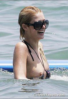Hilton nipples paris