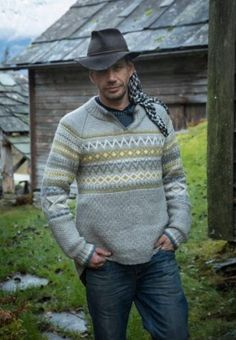 Knitted Lothepus sweater - design by Bente Presterud for Dale Garn / House of Yarn Nordic Pullover, Nordic Sweater, Pullover Design, Sweater Design, Knit Vest Pattern, Knit Patterns, Sweater Jacket, Men Sweater, Knitting Designs