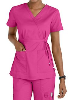 Women's scrub tops made from soft materials, designed to keep you cool and fresh all day. Choose from a variety of scrub top styles at Scrubs & Beyond. Koi Scrubs, Cute Scrubs, Scrubs Outfit, Scrubs Uniform, Nurse Costume, Medical Uniforms, Womens Scrubs, Medical Scrubs, Nursing Clothes