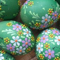 If your creative hands are itching to make super easy and fast craft projects, then this list of easy crafts to make and sell with lots of DIY Easter Egg Crafts, Easter Eggs, Easter Show, Egg Shell Art, Easter Paintings, Easter Egg Designs, Egg Art, Easter Celebration, Easter Holidays