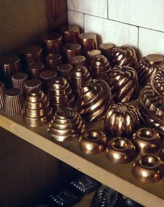 English kitchens - Petworth House kitchen with fancy copper molds - WOI via Atticmag Copper Pots, Copper Kitchen, Kitchen Utensils, Kitchen Gadgets, Jello Molds, Candy Molds, Donut Shape, English Kitchens, Butler Pantry