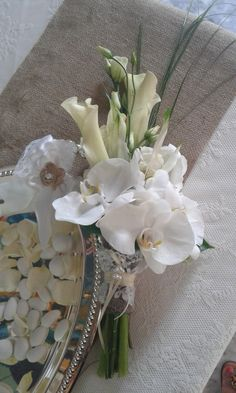 ....white elegance.....Calla lillies and phalaainopsis....