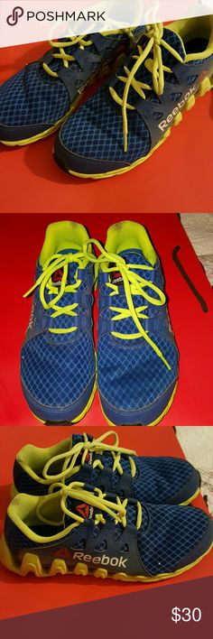 Reebok zigzag tennis shoes Barely worn. You can tell in the sole. They do have some stains on the inside border, havent washed them. No stinks in the insides. No holes. Have tons of life as they were not used tons. Reebok Shoes Athletic Shoes