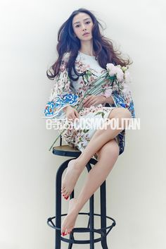 Chinese actress Angelababy poses during a photoshoot for Cosmopolitan magazine. Pop Fashion, Cute Fashion, Asian Fashion, Chinese Fashion, Chinese Model, Chinese Style, Gamine Style, Asian Street Style, Angelababy