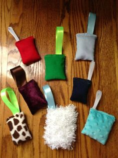 Sensory mini pillows for people with Alzheimer's to hold in their hands. They look easy to make!