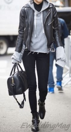 Best Leather Jackets To Shop in The Simple Moto. Classic Black Moto Jacket, the best leather jacket to wear for fall leather jacket outfit black, leather jacket women, Best Leather Jackets for Women 2019 Cute Outfits With Jeans, Jean Outfits, Cool Outfits, Casual Weekend Outfit, Casual Winter Outfits, Casual Wear, Light Jeans Outfit, Black Leather Jacket Outfit, Black Coated Jeans