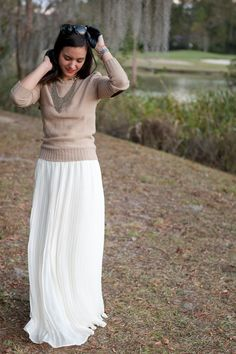 Such a beautiful pairing for Fall - a white maxi skirt and tan sweater White Maxi Skirts, Maxi Skirt Outfits, Modest Outfits, Modest Fashion, Cute Outfits, Pleated Skirt, Maxi Dresses, Apostolic Fashion, Midi Skirts