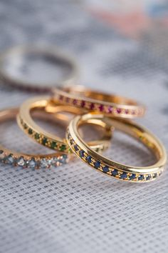 18 Kart gold + Stones. Stacking Rings, Gold Jewelry, Bands, Stones, Wedding Rings, Engagement Rings, Detail, Wedding Band Rings, Rocks
