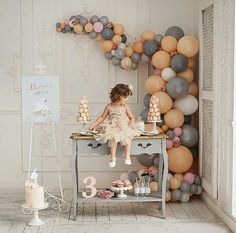 There are plenty of birthday ideas for kids. Birthday Party Ideas For Kids - Art & Craft Baby 1st Birthday, 1st Birthday Parties, Balloon Decorations, Birthday Decorations, Balloon Arrangements, Graduation Party Decor, Graduation Backdrops, Festa Party, Holidays And Events
