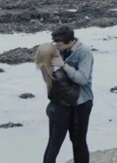 TNHMB VID AGHHH!!!!! He is kissing her!!!!!