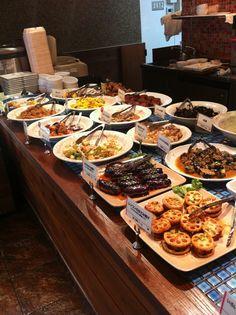 デリ アイランド Food Truck Menu, Ottolenghi, Taste Of Home, Salad Bar, Restaurant Design, Deli, Street Food, Catering, Buffet