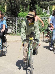 Un mire unic, pe bicicleta Bicycle Wedding, Wedding Inspiration, Bike Wedding