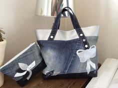 """Sac format cabas ou"""" Tote bag"""" En jean basique, simili dragon bleu marine et argent Sac en modèle unique bien sûr ,d un format de 38x 35 environ. Doublure en coton imprimé à - 18150374"""