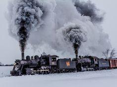 Locomotive uHD Wallpaper http://www.mobdecor.com/b2b/wallpaper/219566_locomotive