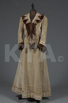 ~A rare Raudnitz & Cie/Huet & Cheruit cream plush velvet walking suit, circa 1905~